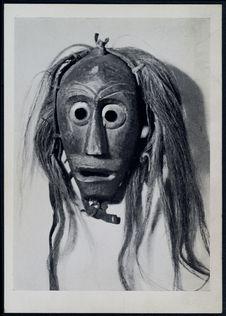Masque en bois sculpté et peint