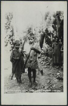 Indíecites Motilones con sus flechas