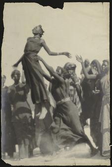 Tchad. Danseuses Toubou à N'Guigmi