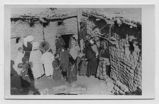 Femmes écoutant au phono[graphe] des chansons de l'Oued Abdi