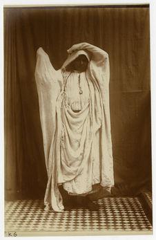 Femme drapée