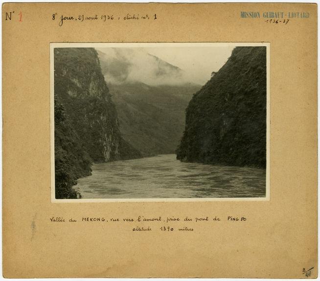 Vallée du Mekong, vue vers l'amont, prise du pont de Ping Po.