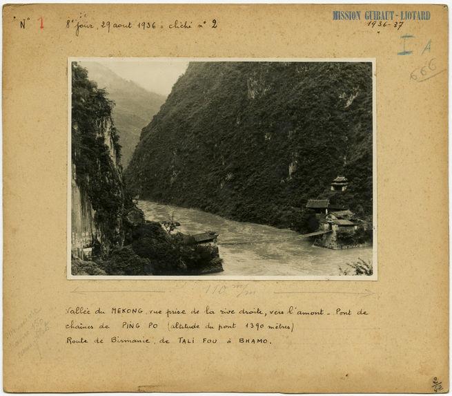 Vallée du Mekong, vue prise de la rive droite, vers l'amont.