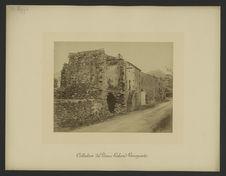 Algajola [Rue : maisons en pierres dont au moins une en ruines]