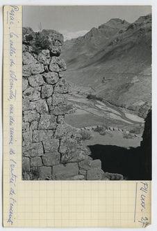 La vallée du Vilcanota, vue des ruines de l'entrée de l'enceinte