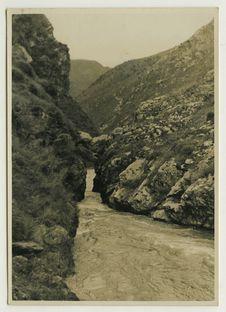 Arche naturelle sur le torrent déversoir du lac de Tali