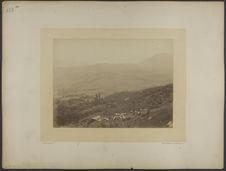 Vue prise de Calcatoggio sur la vallée de San Liamone[?] et au troisième plan,...