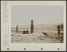 3 statues de pierre, dont 2 exhumées par G. Courty