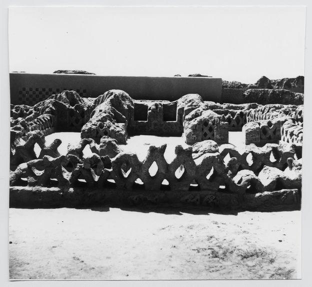 Chan-Chan (Trijillo) : [vestiges de murs avec alvéoles de terre]