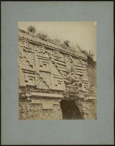 Palais du gouverneur à Uxmal, détail de la porte principale