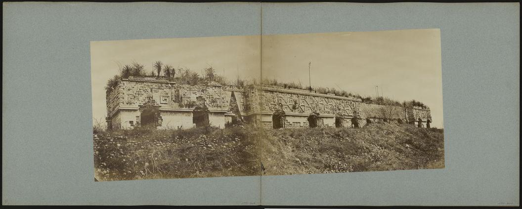 En deux clichés, palais du gouverneur à Uxmal ; partie1