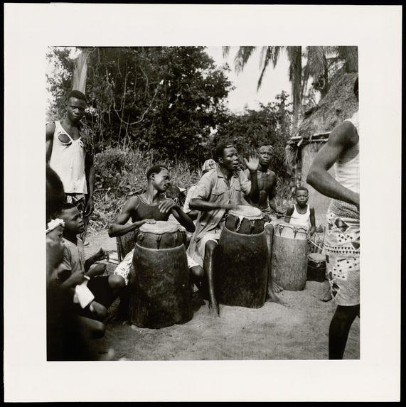 Trois joueurs de tambour
