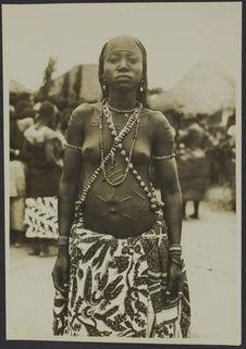 Femme féticheuse adja, Parahoué, Athiémé, Dahomey