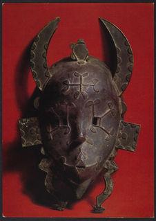 Masque à cornes de cérémonie funéraire
