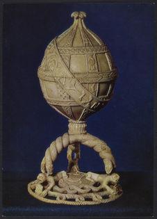 Vase en ivoire avec couvercle