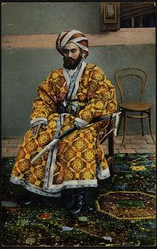 Un bek Tschardshuiski en manteau brodé