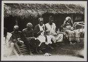 Artisans perliers, Foumbam Cameroun