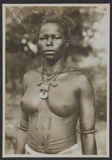 Jeune femme mossi, Ouagadougou, Haute-Volta