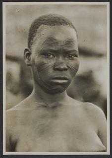 Jeune fille gourounsi, Koudougou, Haute Volta