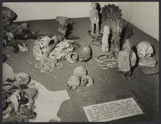Sans titre [Vue d'objets entourant les rites funéraires dans une salle...