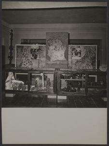 Sans titre [salle d'exposition, musée de Côte d'Ivoire à Abidjan ; carte de Côte...