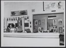 Sans titre [vue de l'intérieur d'une salle d'exposition au musée de la Côte...