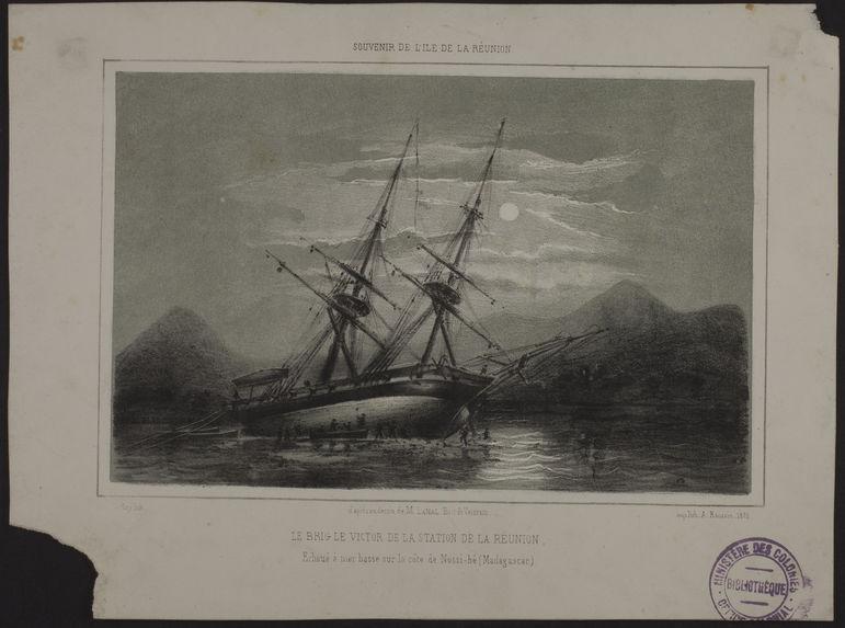 Le brig Le Victor de la station de la Réunion, Echoué à mer basse sur la côte de Nossi-bé (Madagascar)