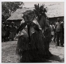 Lastourville, Ogooué, danseurs masqués