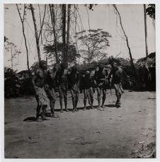 Pygmées Babinga Bangombé. Danse de chasse