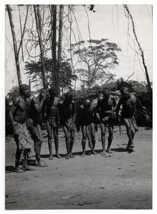 Les pygmées dansent. Djoboko
