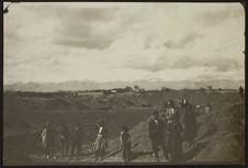 Sans titre [des ouvriers sur le site archéologique de Bagué Skah]