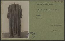 Tunique simple brodée. Coll. du Musée du Centrifan, Abomey