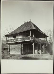 Vue d'une maison du musée du village de Bucarest