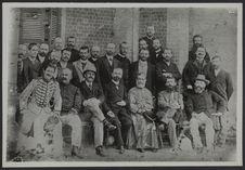 Français à Tananarive vers 1893. Larrouy au milieu. Publiée