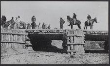 Sans titre [construction d'un pont ?]