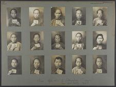 Chine (région Sud) : femmes photographiées à Singapour