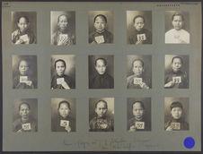Chine : (région sud) femmes photographiées à Singapour