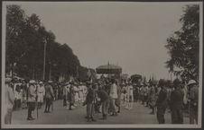 Départ de la procession royale, quai Sisowath à Phnom Penh