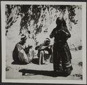 Nachabiyeh. Une naouah (Tsigane) dansant et deux musiciens