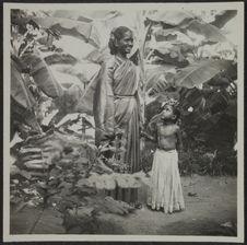 Pondichéry. Femme de condition moyenne avec petite fille