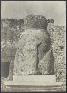 Sans titre [sculpture en pierre]