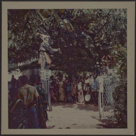 Sans titre [manifestation devant le musée d'Abidjan de Côte d'Ivoire]
