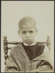 Enfant de 12 ou 13 ans, frère du précédent