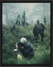Sans titre [un homme accroupi et son cheval]