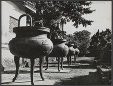 Hué, cité impériale. Urnes dynastiques (cour du temple The Mieu)