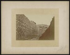 Vue de l'intérieur d'une salle du palais de Mitla