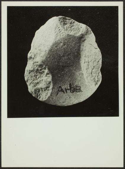 Souk el Arba. Galet à taille bifaciale périphérique presque complète. Salétien du Rharb