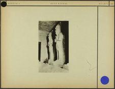 Sans titre [deux sculptures monumentales de pharaons, de profil]