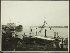 Juillet 1928. Fêtes du couronnement de S. M. Monivong. Les bâtiments de guerre...