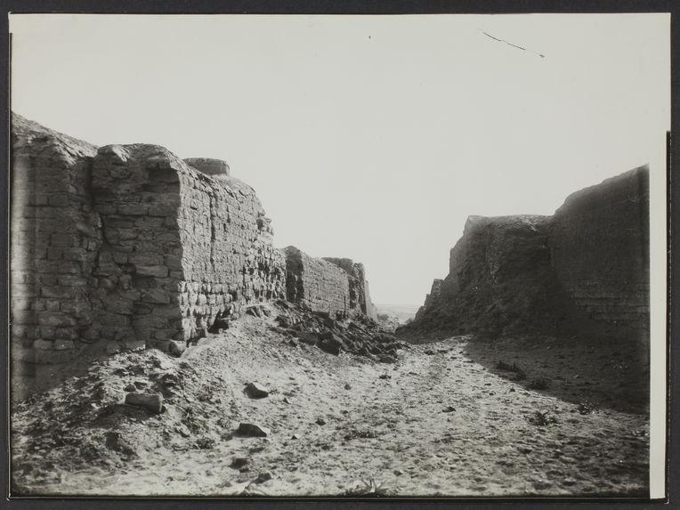 Pérou, Pachacamac. Une rue de la ville en ruines